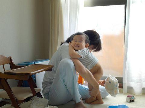 Ilustrasi ganti popok bayi