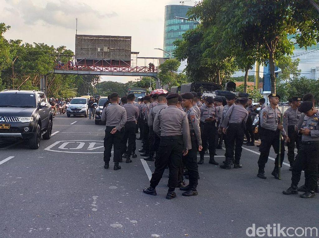 Massa Tolak Omnibus Law di Jatim Bubar, Lalu Lintas Perlahan Lancar