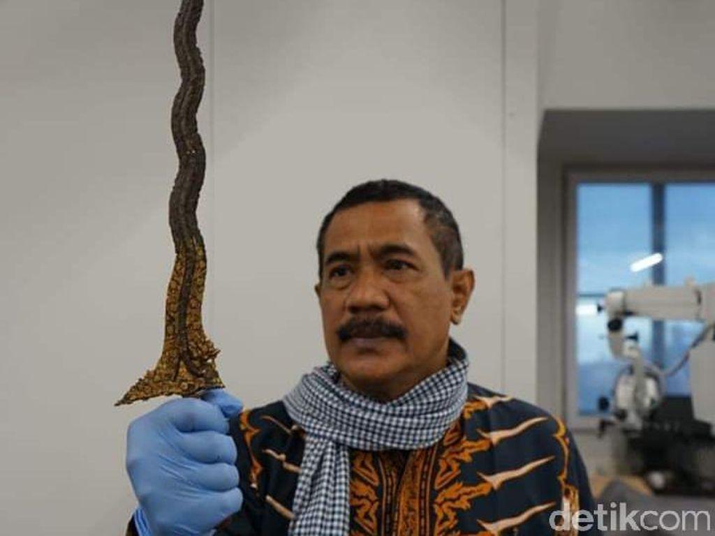 Penampakan Detail Keris Diponegoro Jepretan Empu Totok di Belanda