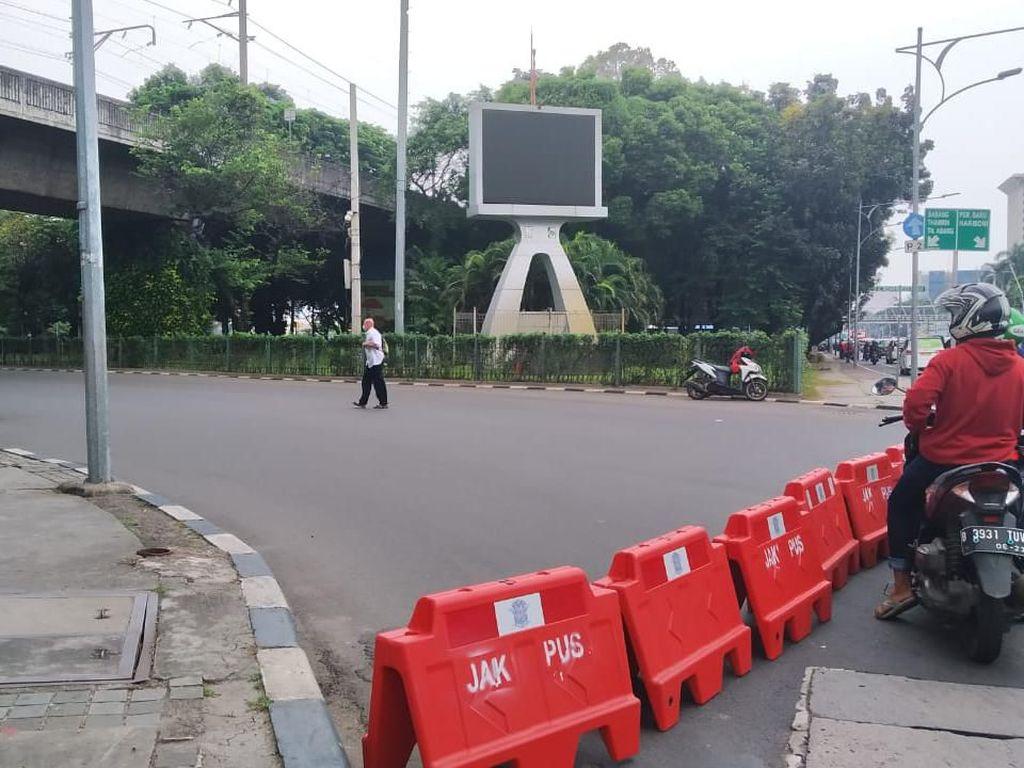 Massa Demo di Balai Kota DKI, Jl Medan Merdeka Selatan ke Patung Kuda Ditutup