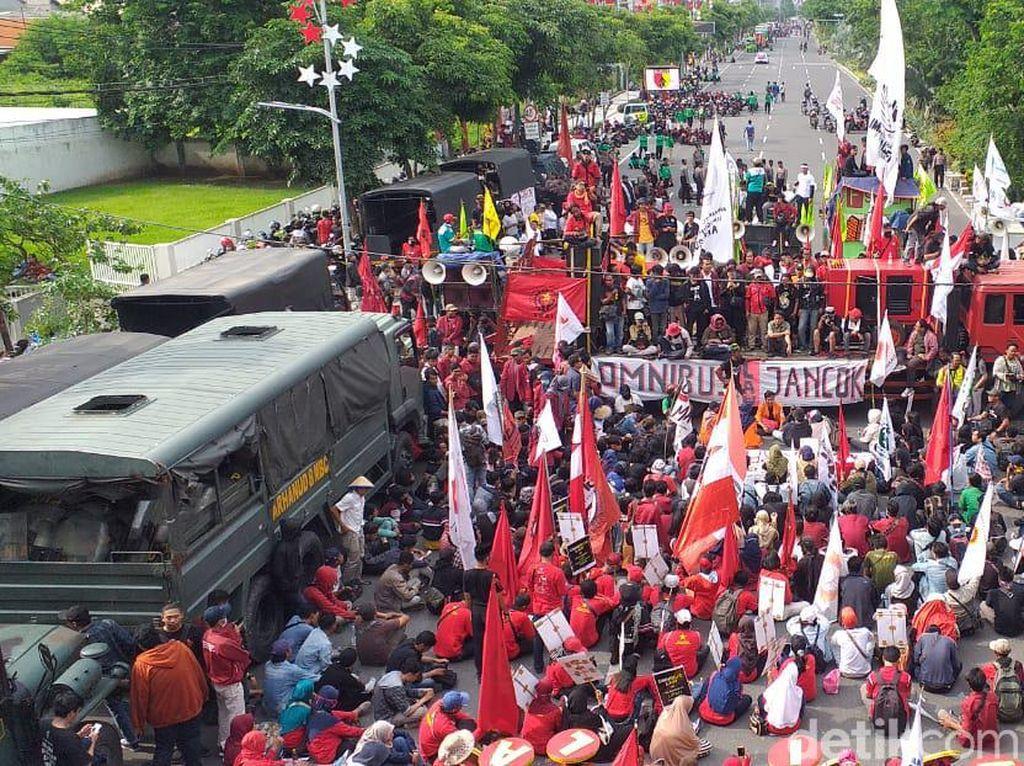 Massa Tolak Omnibus Law di Jatim Ancam Akan Mogok Nasional