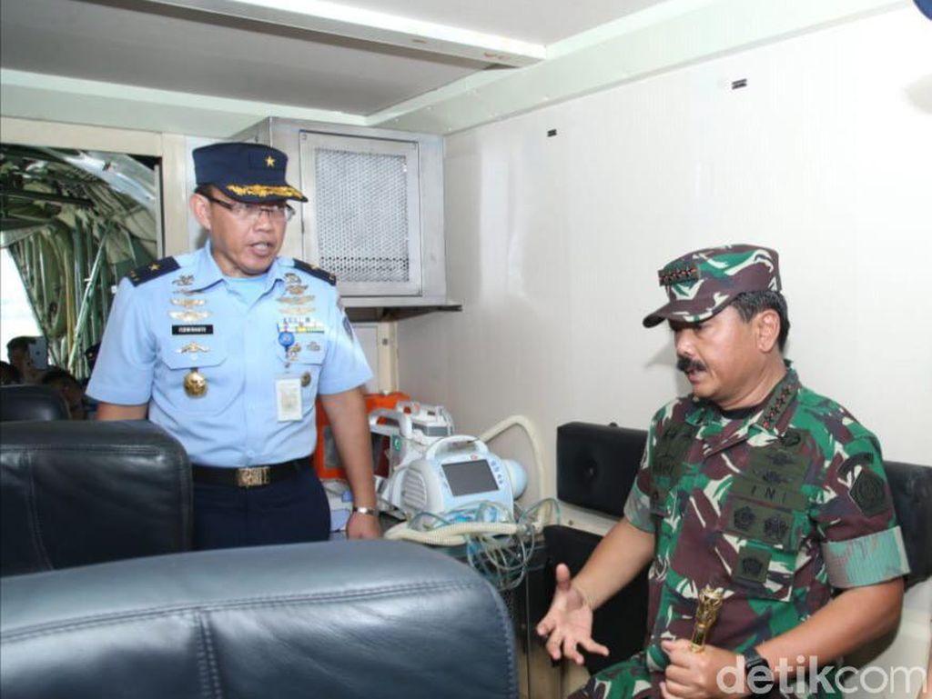 Panglima TNI Cek Kontainer Isolasi Medik Udara di Halim untuk Pasien Corona