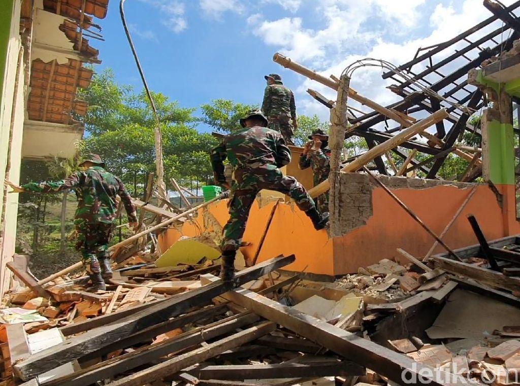 SD di Sukabumi Ambruk Akibat Gempa, 257 Siswa Diliburkan