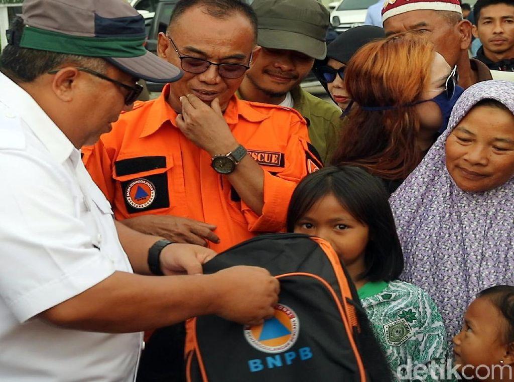 Tinjau Lokasi Gempa, Bupati Sukabumi Salurkan Bantuan