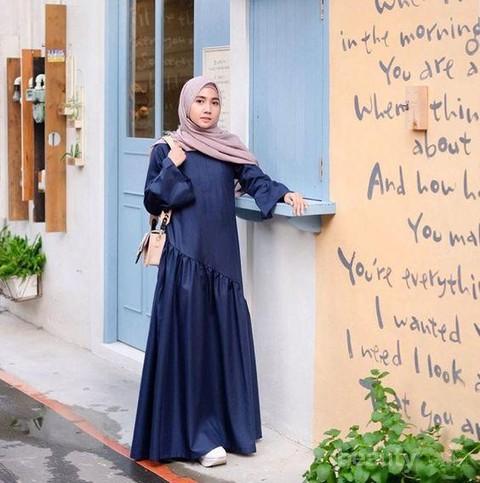 Lagi Hits Style Kondangan Hijab Dengan Gamis Ini Terlihat Simple Dan Kekinian Di Tahun Ini
