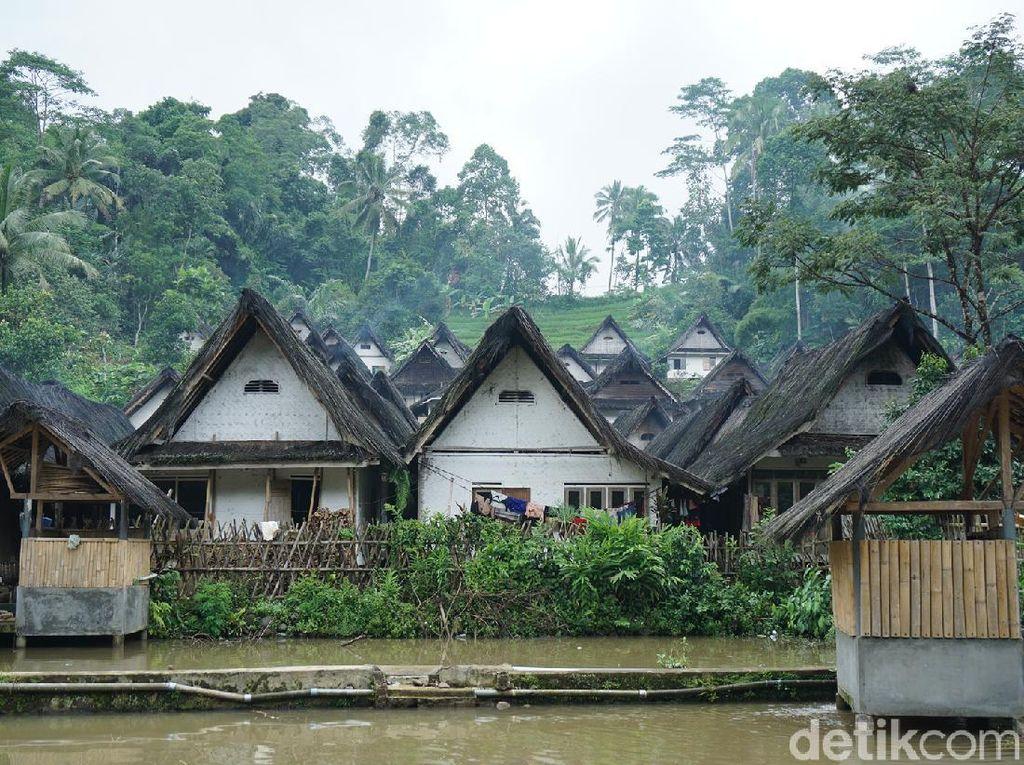 Kampung Naga, Shirakawa-go dari Tasikmalaya