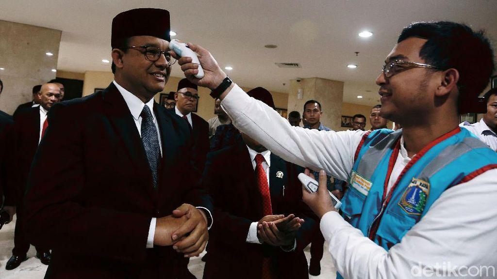 Momen Anies Dicek Suhu Tubuh Jelang Rapat Bareng DPRD DKI