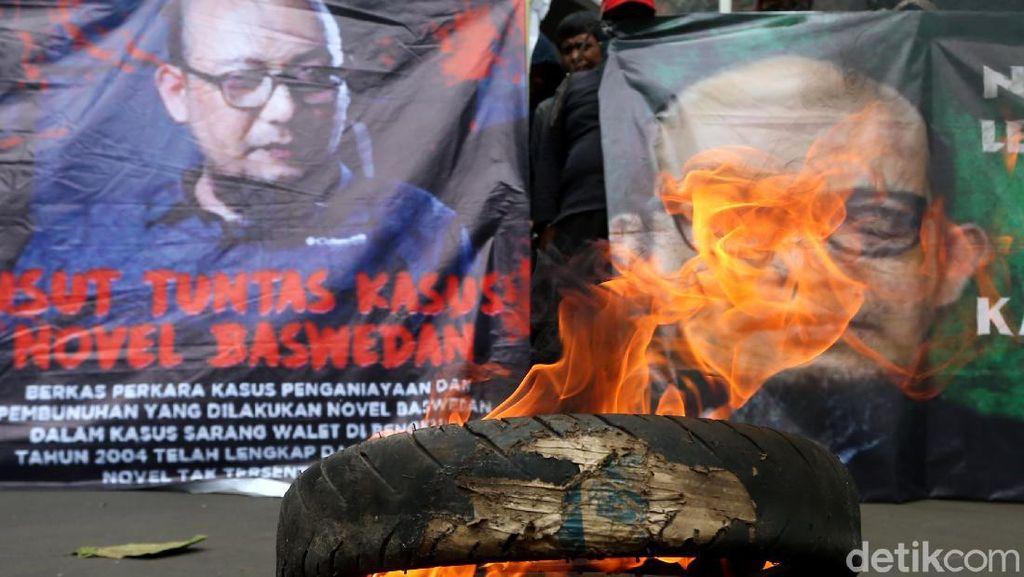 Aksi Bakar Ban Warnai Demo Kasus Sarang Burung Walet Novel Baswedan