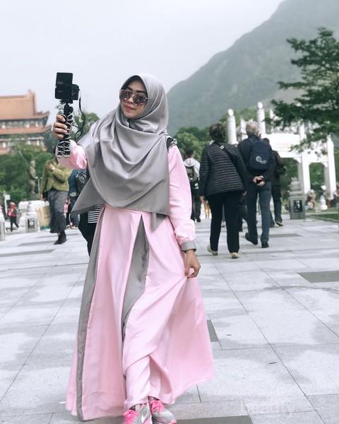Simpel Dan Fashionable Intip Model Gamis Muslimah Ala Ria Ricis Cocok Banget Untuk Para Remaja