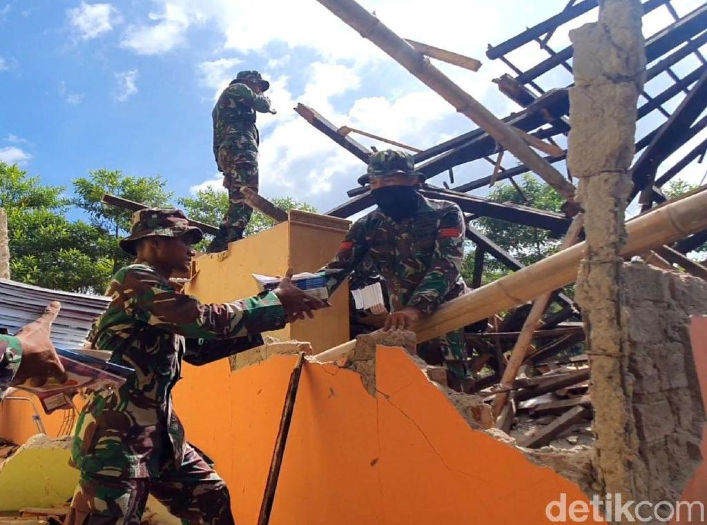 Bangunan Sekolah di Sukabumi Ambruk Usai Diguncang Gempa