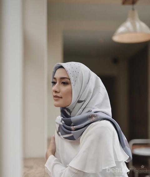 Sering Terganggu Dengan Rambut Yang Keluar Dari Hijab Ini Tips Yang Harus Kamu Perhatian