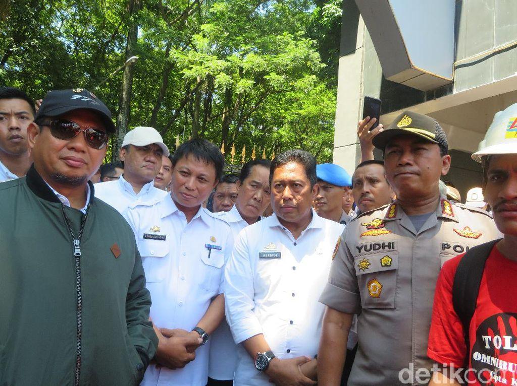 Usai Ditemui Pj Walkot Makassar, Massa di Kantor Gubernur Sulsel Bubar