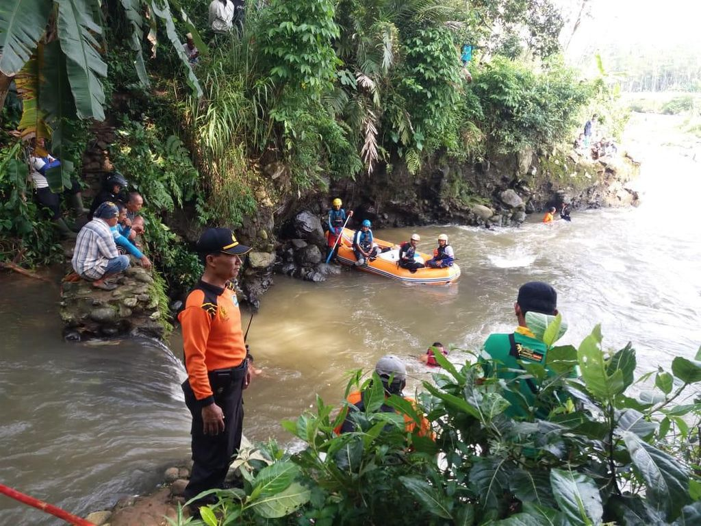 Warga Banjarnegara Hilang Terseret Arus Deras Sungai Serayu