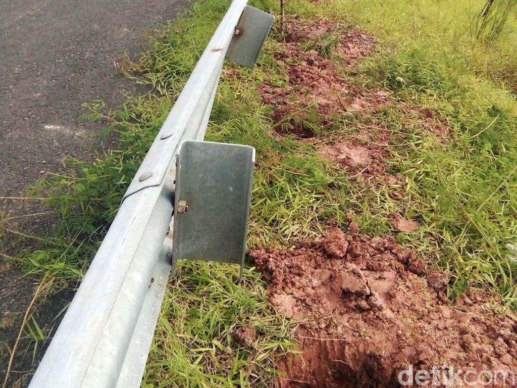 Penampakan Tiang Pagar Tol Palembang yang Dicuri