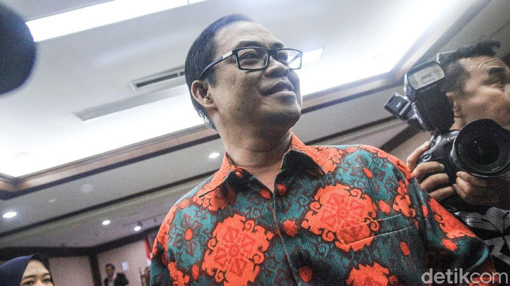 Perantara Suap Akil Mochtar Divonis 4 Tahun 6 Bulan Penjara