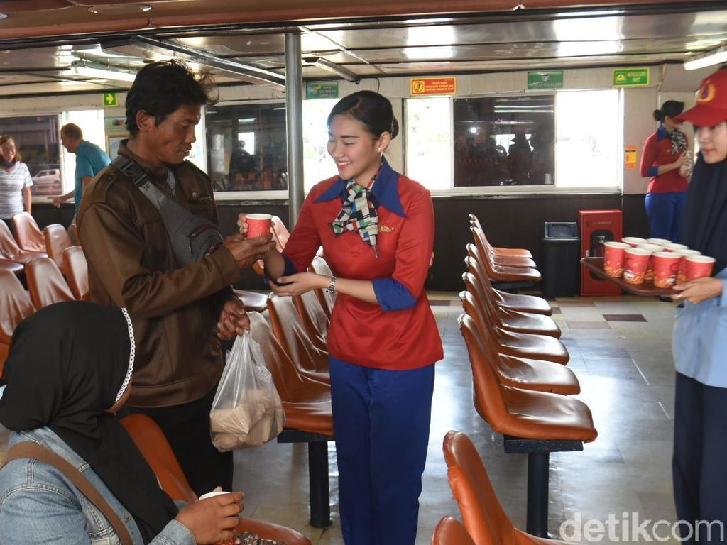 Cegah Corona, Penumpang Kapal Ini Diberi Hand Sanitizer dan Jamu