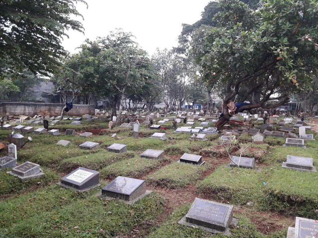 Dangdutan Dihentikan, Satpol PP Jaga Kuburan