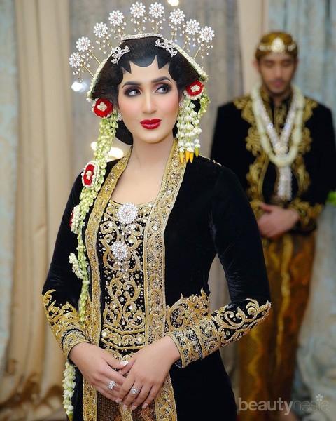 Mengintip Busana Tania Nadira, Prewedding Hingga Resepsi ...