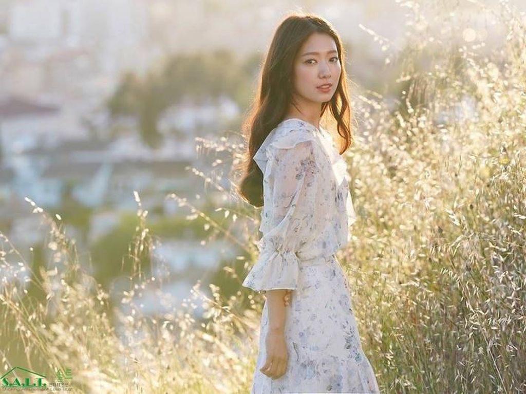 Ditinggal Wamil, Asmara Park Shin Hye dan Choi Tae Joon Masih Kuat