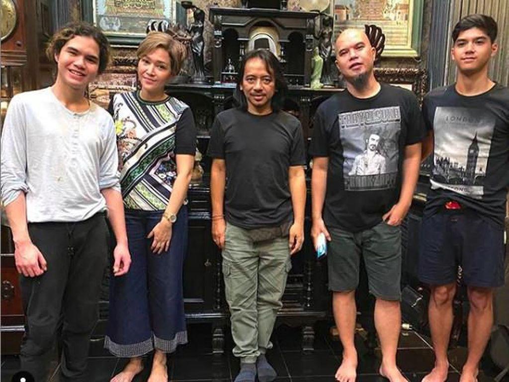 Foto Bareng Lagi, Maia Estianty dan Ahmad Dhani Siap Kolaborasi?