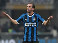 Godin di Depan Pintu Keluar Inter Milan