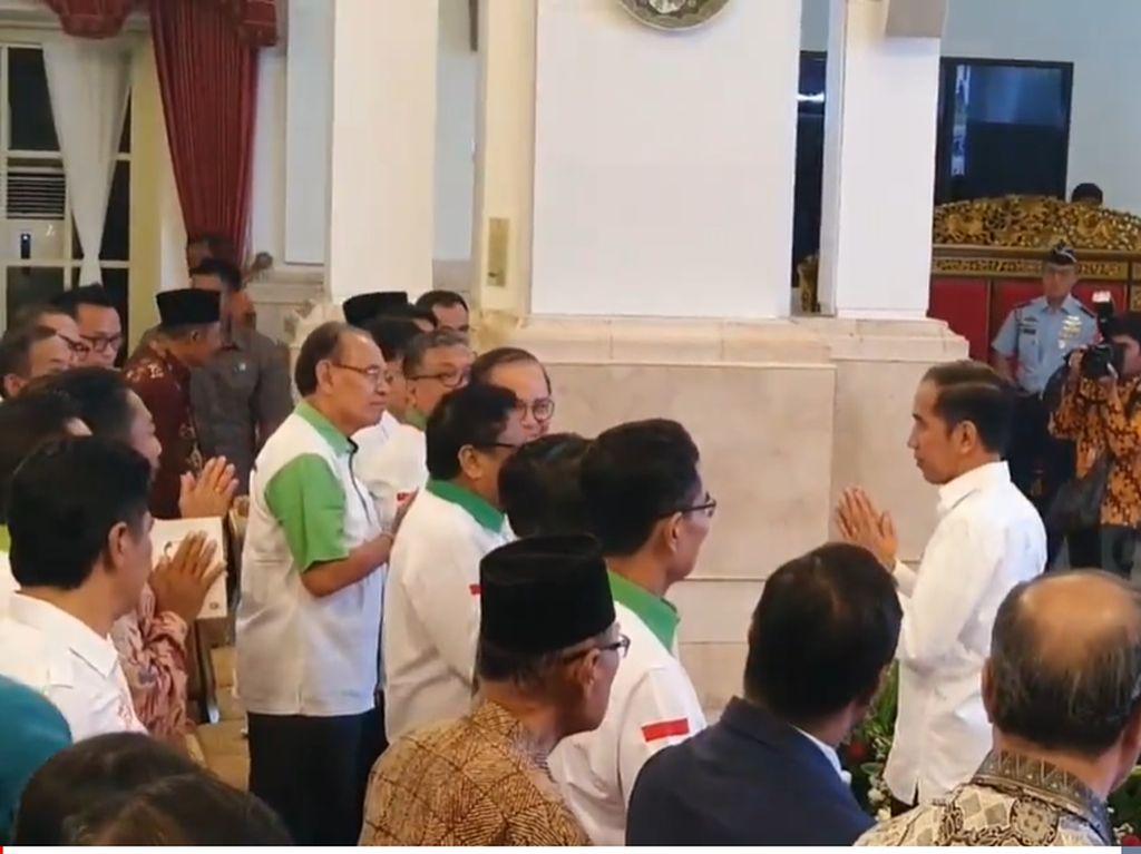 Momen Jokowi Salam Namaste ala India