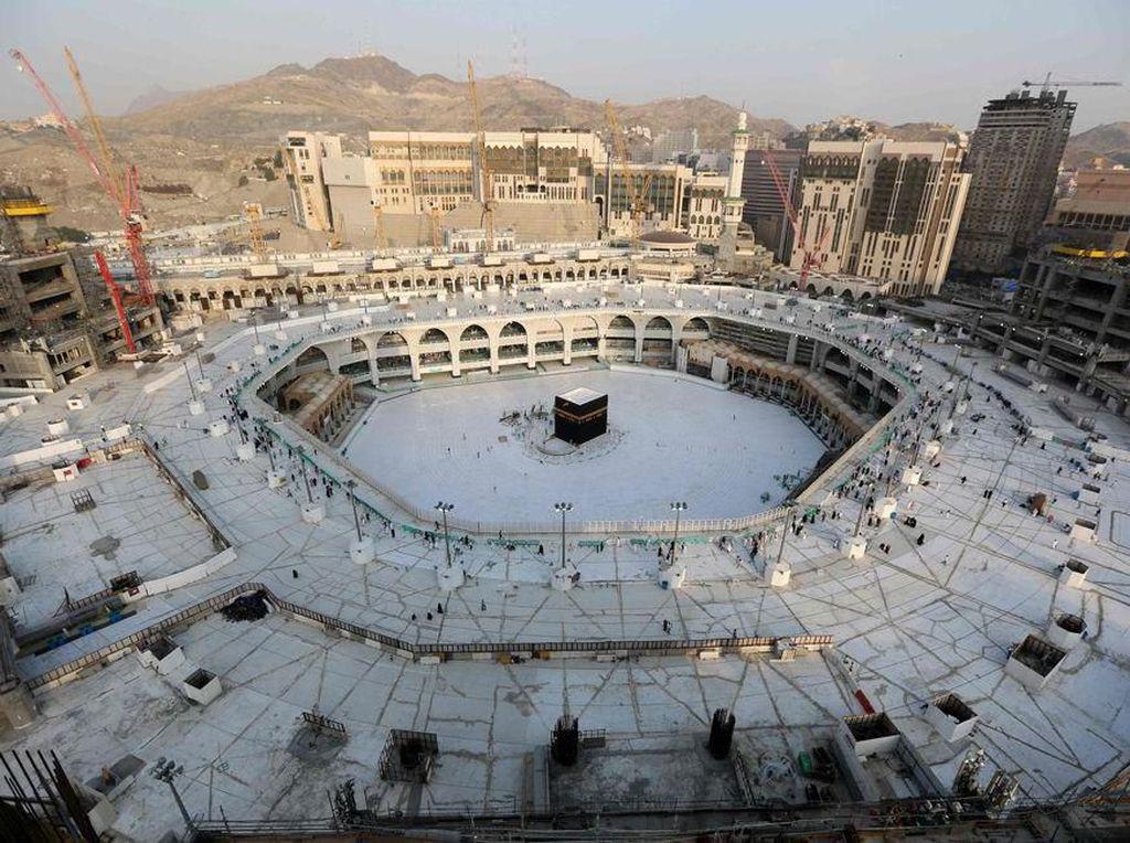 Arab Saudi Longgarkan Lockdown, Kapan Bisa Umrah-Haji Lagi?