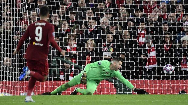 Adrian melakukan kesalahan penting saat Liverpool dikalahkan Atletico Madrid.