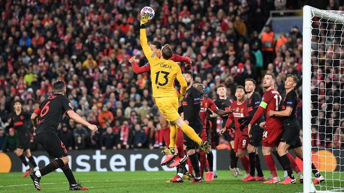 LIVERPOOL, ENGLAND - MARCH 11: Jan Oblak of Atletico Madrid makes a save during the UEFA Champions League round of 16 second leg match between Liverpool FC and Atletico Madrid at Anfield on March 11, 2020 in Liverpool, United Kingdom.  (Photo by Laurence Griffiths/Getty Images)