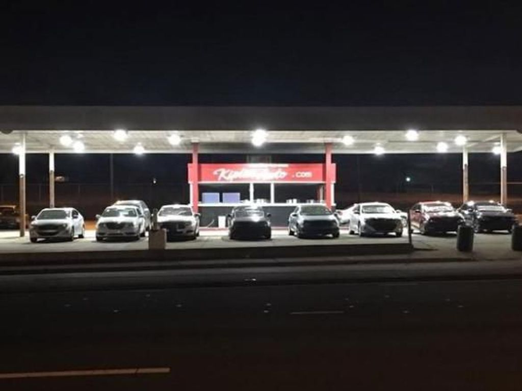 Dealer Inspiratif: Siang Jualan Mobil, Malam Jadi Rumah Tunawisma