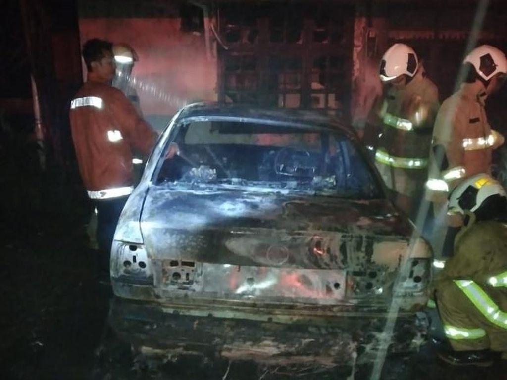 Mobil di Pulogadung Diduga Dilempar Molotov, Polisi Tunggu Labfor