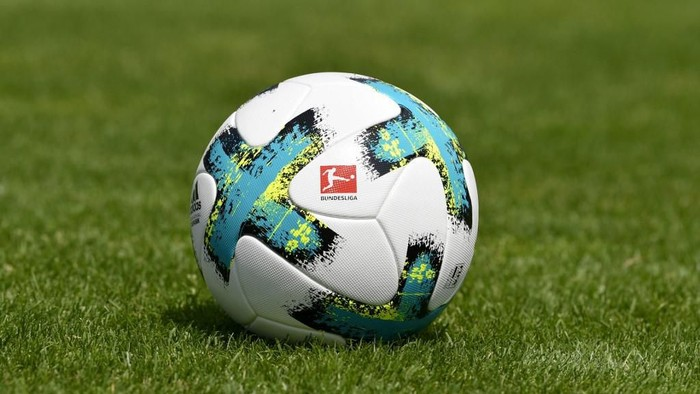 A football with the logo of the German first division football league Bundesliga is displayed during a team presentation of the German first division Bundesliga football team SC Freiburg in Freiburg, southwestern Germany, on August 1, 2017. (Photo by THOMAS KIENZLE / AFP)