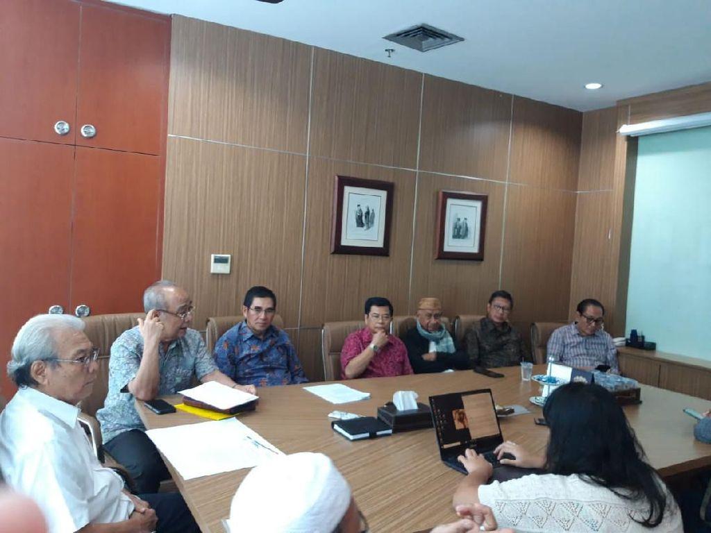 Sebut Bayar 11 Fraksi MPR Uang Berkarung-karung, Eks Rektor UGM Disomasi