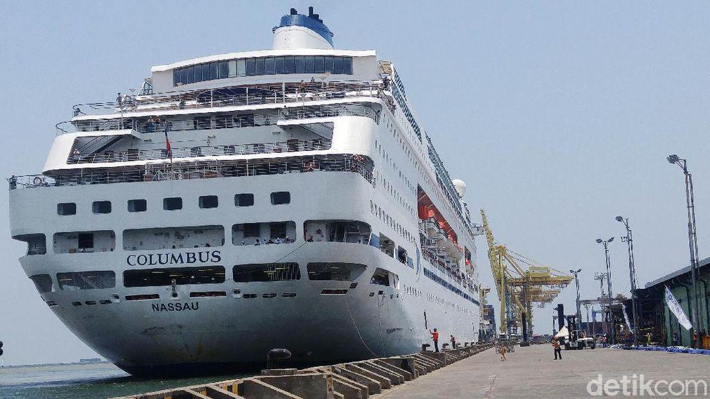 Ditolak Surabaya, Kapal Pesiar Columbus Berlabuh di Semarang