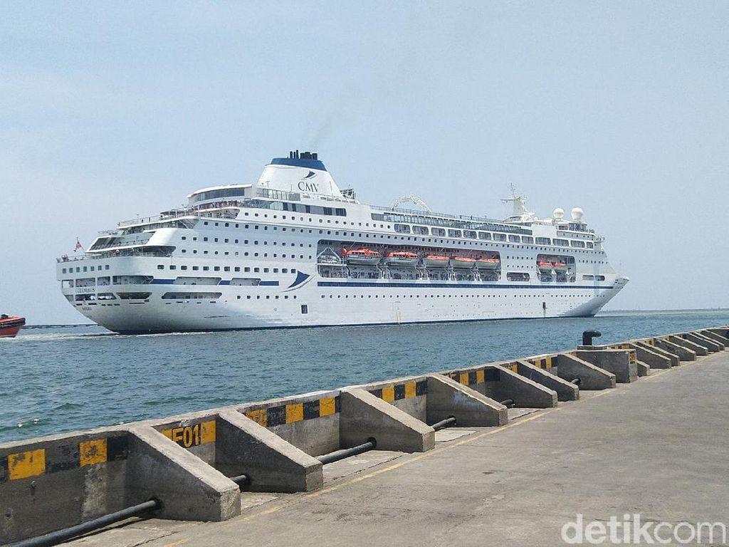 Kapal Pesiar Columbus Bawa Turis Asing Sandar di Semarang, Ini Kata Ganjar