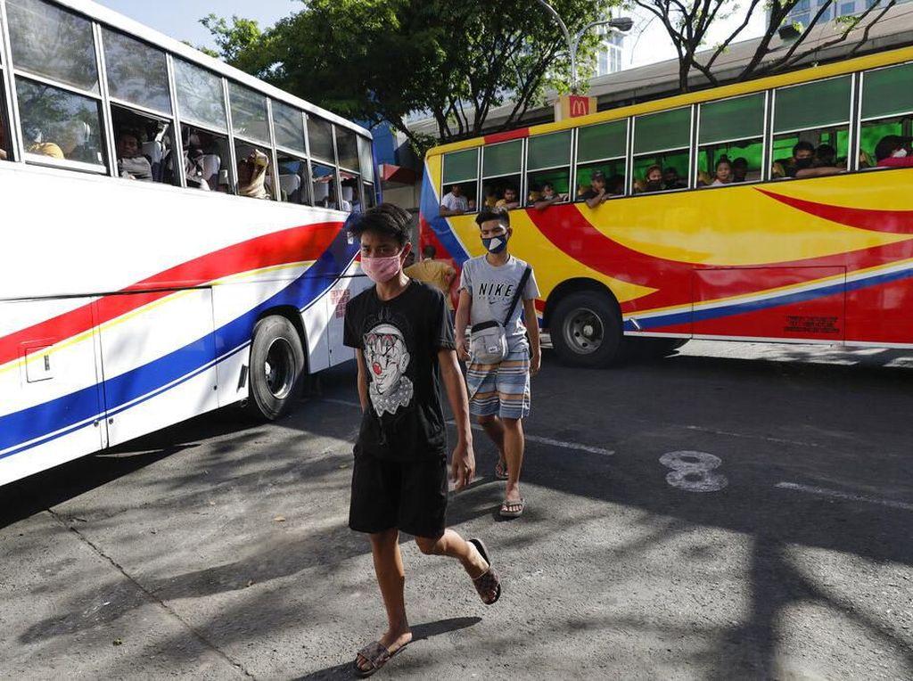 Terminal Bus di Manila Dipenuhi Warga Jelang Lockdown Imbas Corona
