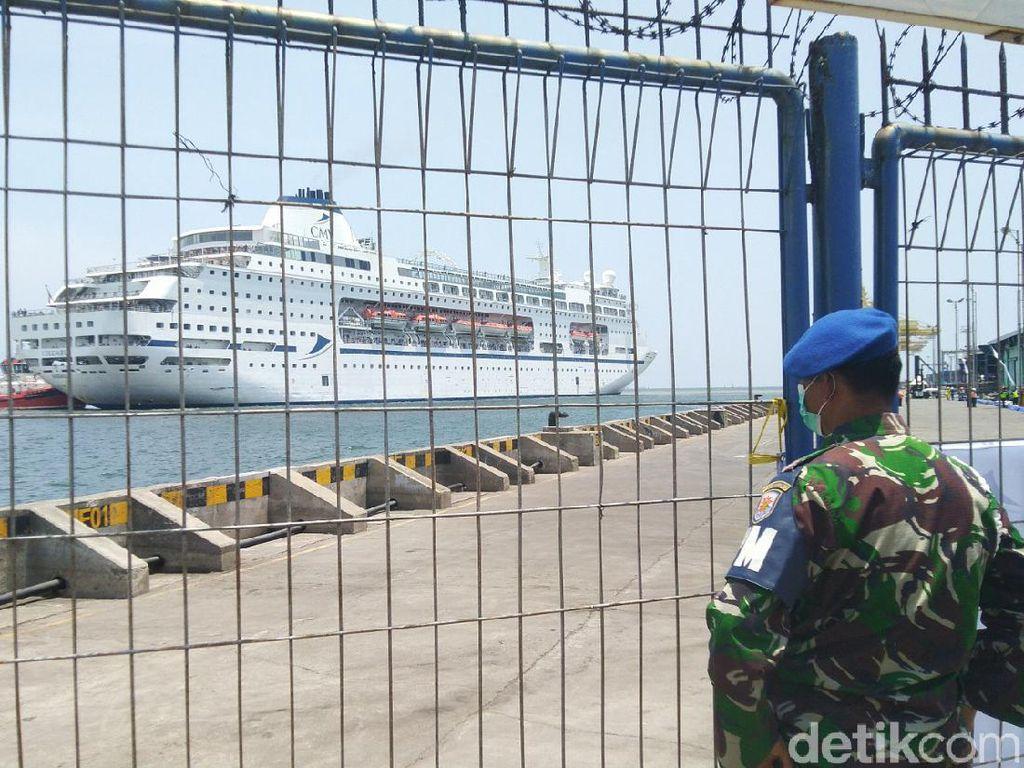 Kapal Pesiar Columbus Sandar di Semarang, Ganjar: Turis-ABK Sehat