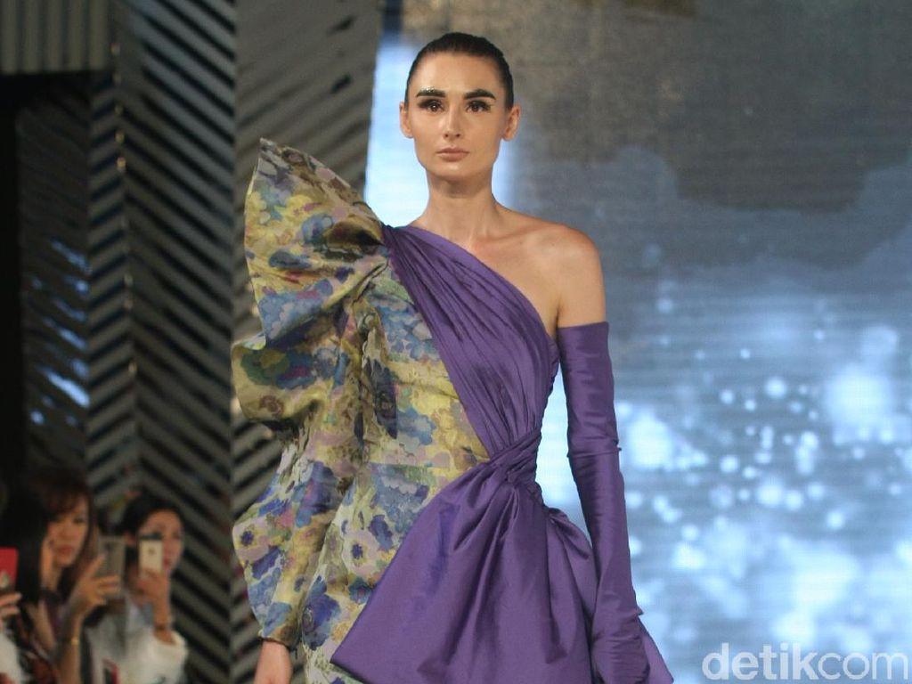 20 Koleksi Terbaru Sebastian Gunawan di Fashion Nation 2020