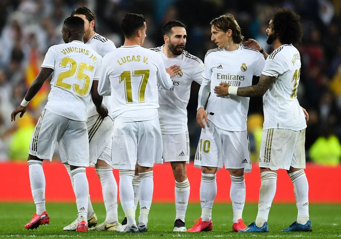 MADRID, SPAIN - MARCH 01: Real Madrid CF players celebrate at the end of the Liga match between Real Madrid CF and FC Barcelona at Estadio Santiago Bernabeu on March 01, 2020 in Madrid, Spain. (Photo by David Ramos/Getty Images)