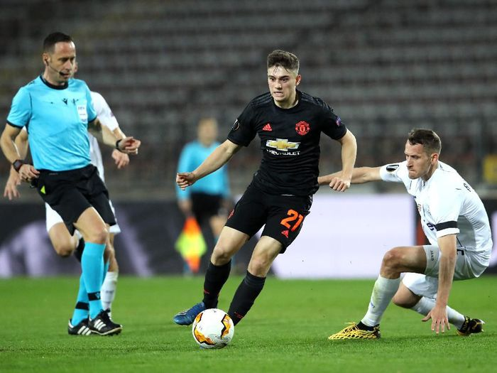 LINZ, AUSTRIA - MARCH 12: (FREE FOR EDITORIAL USE) In this handout image provided by UEFA, Daniel James of Manchester United is challenged by Christian Ramsebner of LASK during the UEFA Europa League round of 16 first leg match between LASK and Manchester United at Linzer Stadion on March 12, 2020 in Linz, Austria. The match is played behind closed doors as a precaution against the spread of COVID-19 (Coronavirus).  (Photo by UEFA - Handout/UEFA via Getty Images )