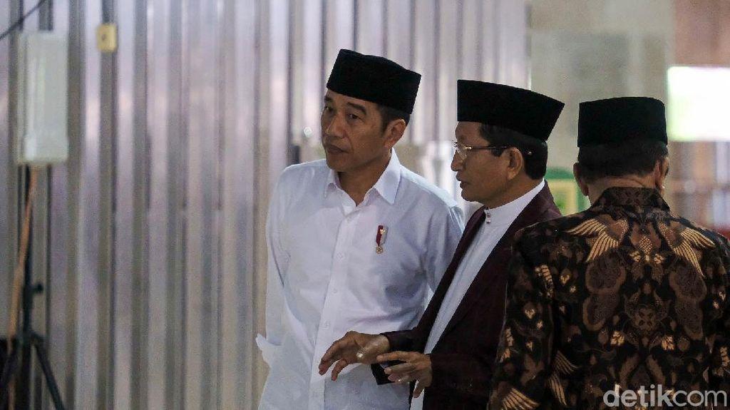 Tangkal Corona, Jokowi Pantau Sterilisasi Masjid Istiqlal