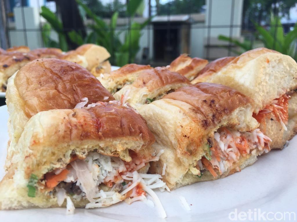 Berburu Roti John Klasik di Kedai Kaji Osing Bintaro