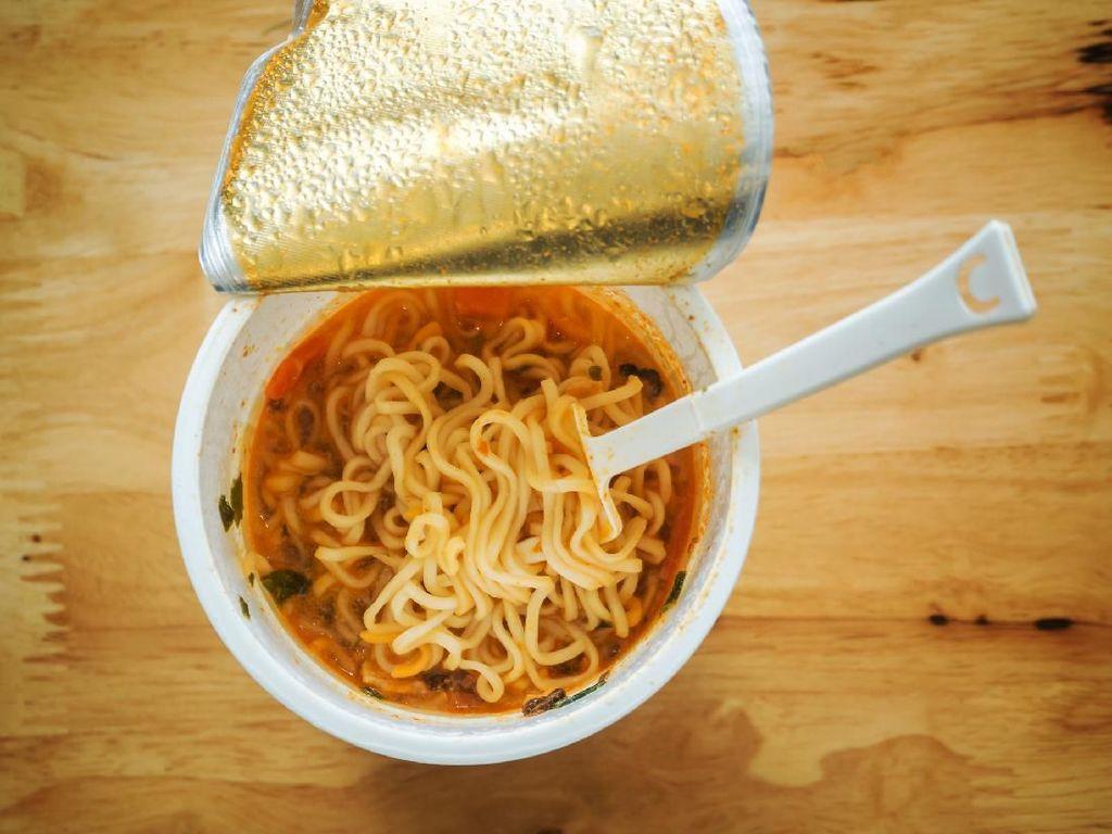 Waspada Banjir, 5 Makanan Praktis Ini Bisa Dijadikan Stok