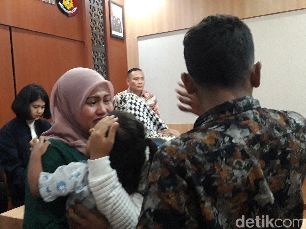 Tangis Haru Warnai Penyerahan Anak yang Diduga Diculik dari Malaysia