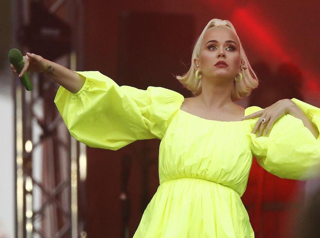 Katy Perry Berharap Pandemi Corona Berakhir Sebelum Bayinya Lahir