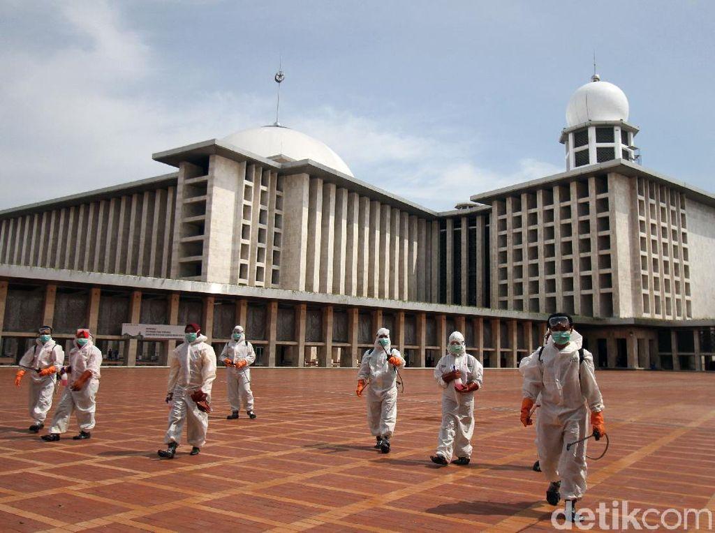 Imam Besar Istiqlal Imbau Salat Jemaah Lima Waktu Ditunda karena Corona