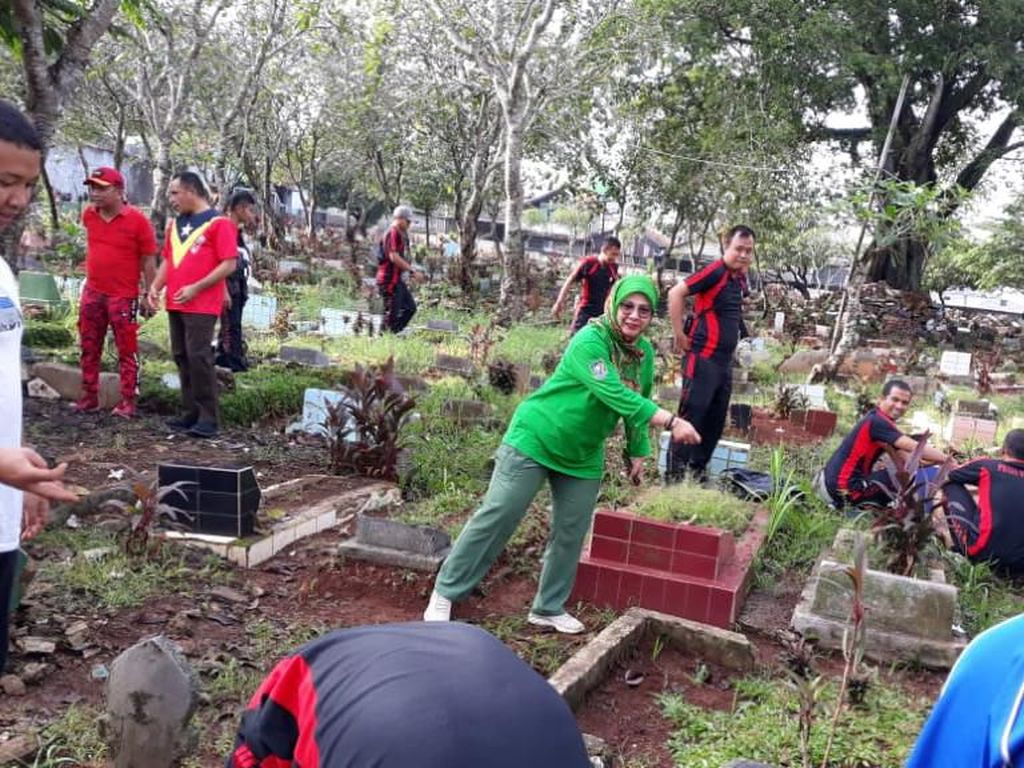 Datangi Kuburan Dangdutan di Depok, Kasatpol PP: Adab di Makam Doa