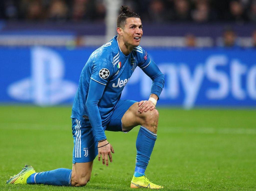 Cristiano Ronaldo Ditanyain Nih: Jenguk Ibu Kok Fotonya di Kolam?