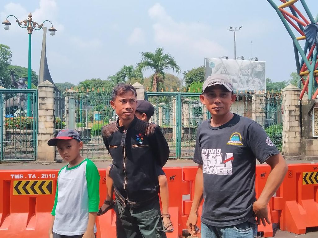 Ragunan Tutup Sementara, Hendra Kecewa Gagal Ajak Anak Lihat Gajah
