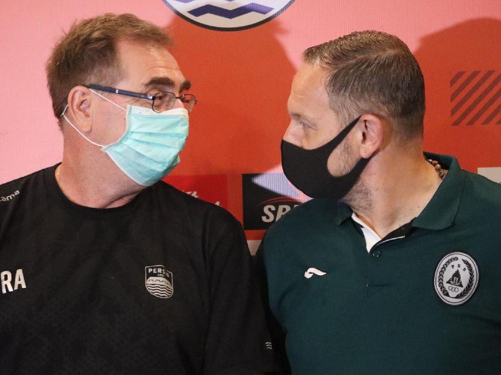 Antisipasi Virus Corona, Pelatih Persib dan PSS Kompak Maskeran